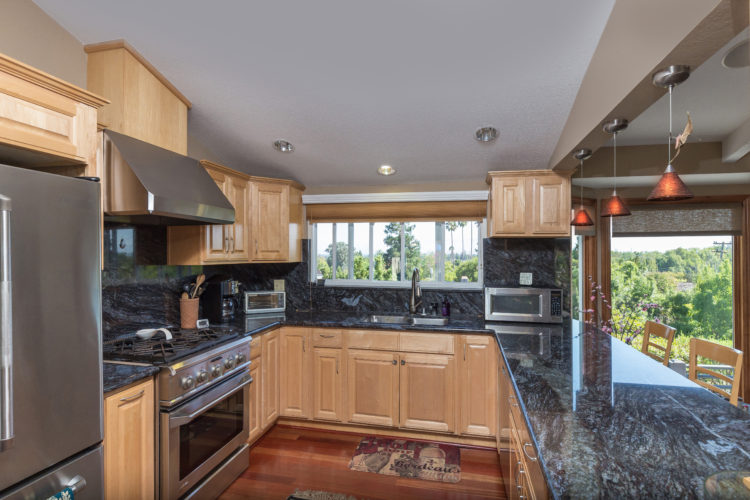 009 Kitchen 750x500 - Gorgeous Belgatos view home!