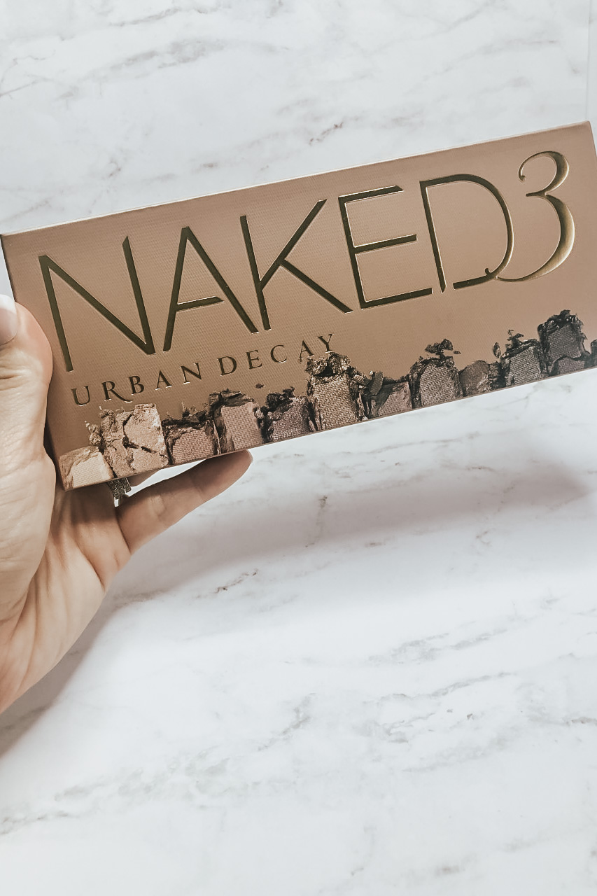 Reviewing Urban Decay Naked 3 Eyeshadow Palette