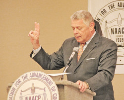 Roanoke City Mayor David Bowers address banquet crowd.