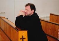 Священик-екзорцист