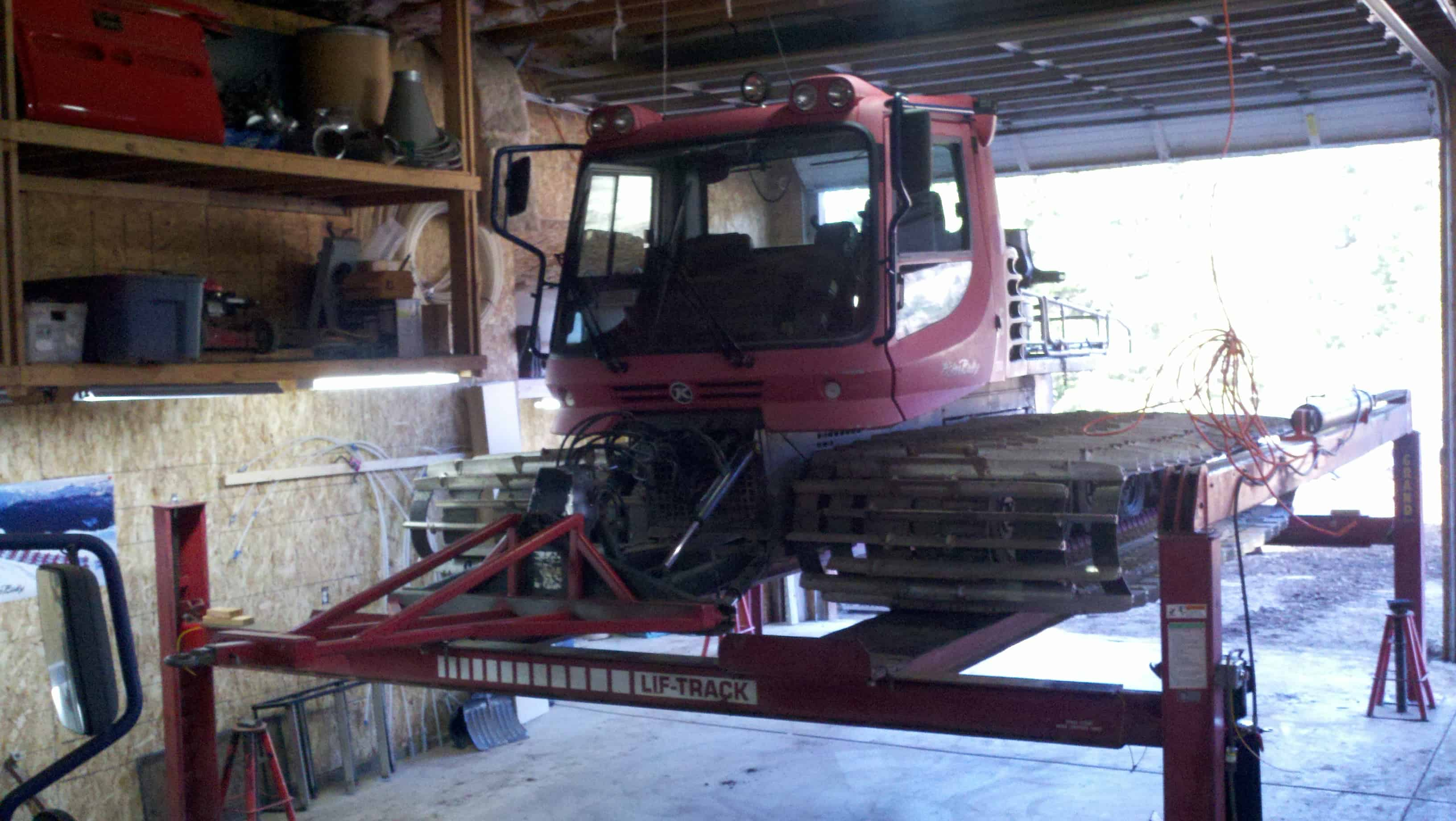 LIF-TRACK snowcat lift