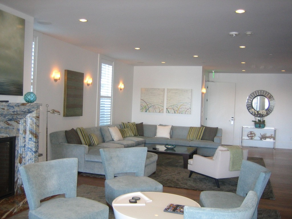 suite seating area 2