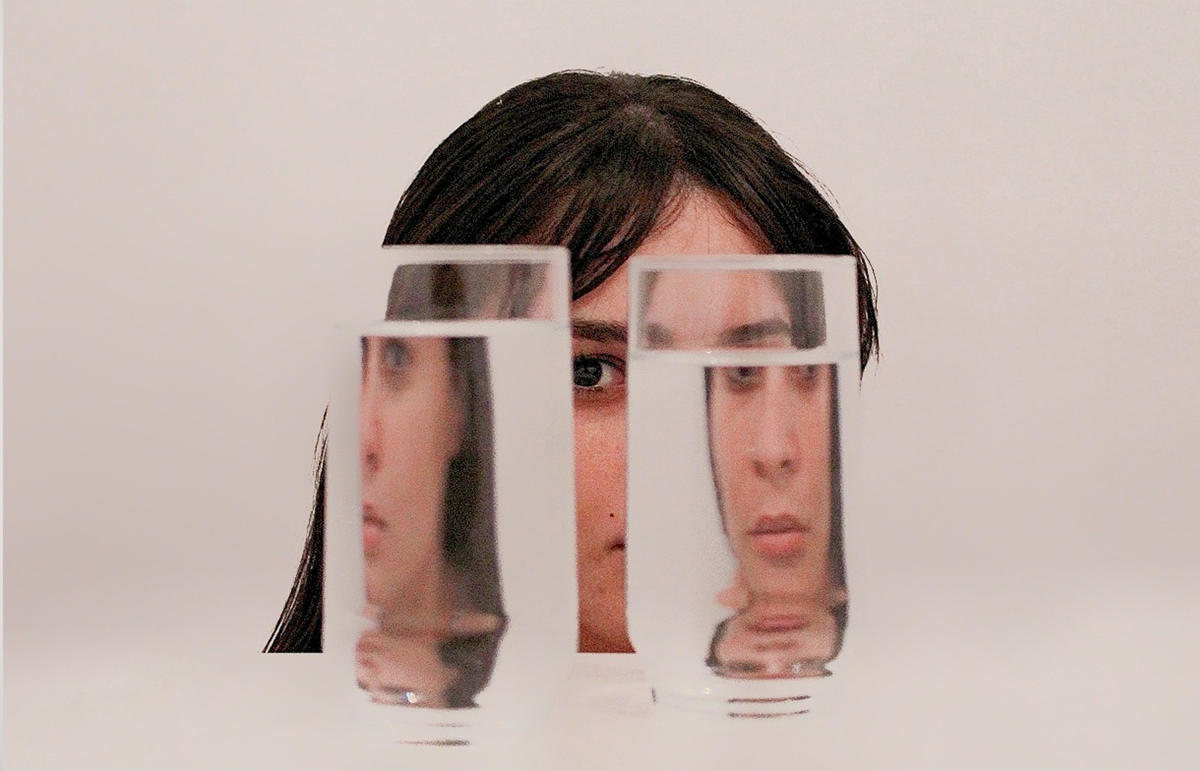 drinking-glasses-front-woman