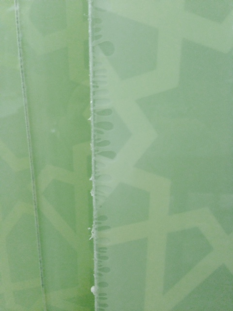 Bubbles around the laminated glass edges (1)