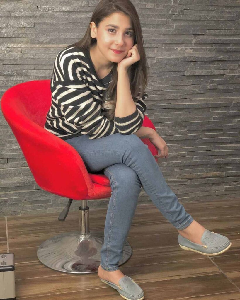 Hina Altaf in jeans
