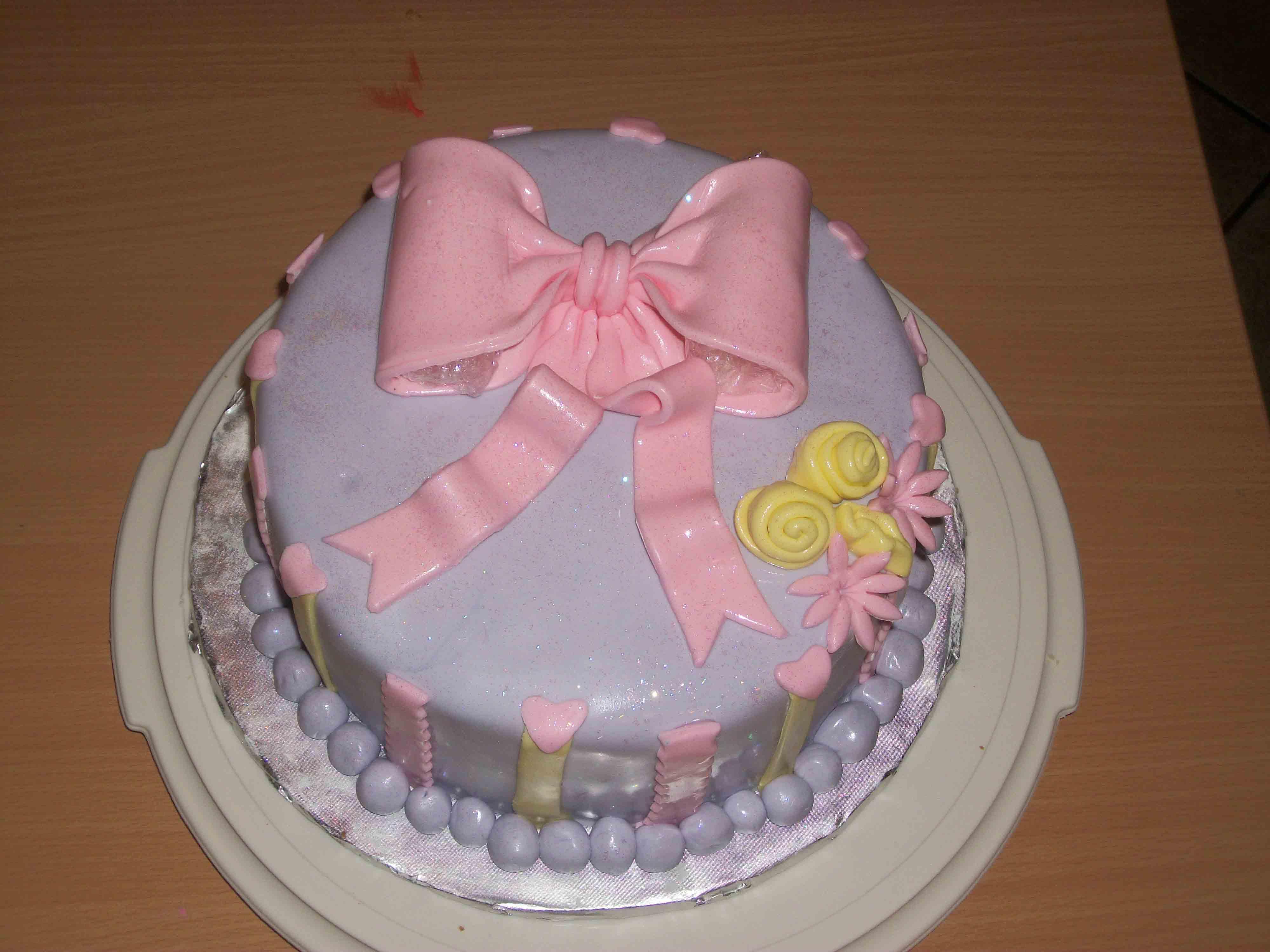 Cake with fondant bow
