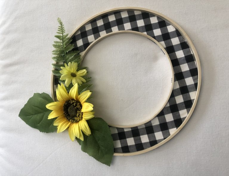 Cute Farmhouse buffalo check sunflower wreath. Learn how to make budget friendly..Embroidery hoop wreath on the budget. Spring to Fall easy Wreath