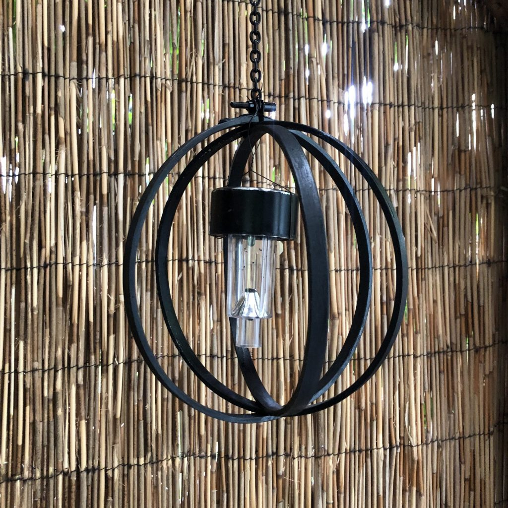 Beautiful solar light for your garden. Embroidery hoop orb with solar light Learn how to make easy solar orb light out of embroidery hoops! Hip and budget friendly Patio  solar light diy to enjoy year round.