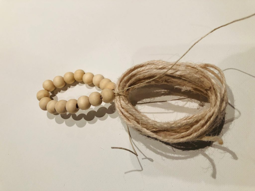 Wooden beads with tassel diy.Quick and easy Wooden Beads Napkins Rings in 3 different ways. Tablescape ideas Holiday table. Christmas . Thanksgiving tablescapes idea