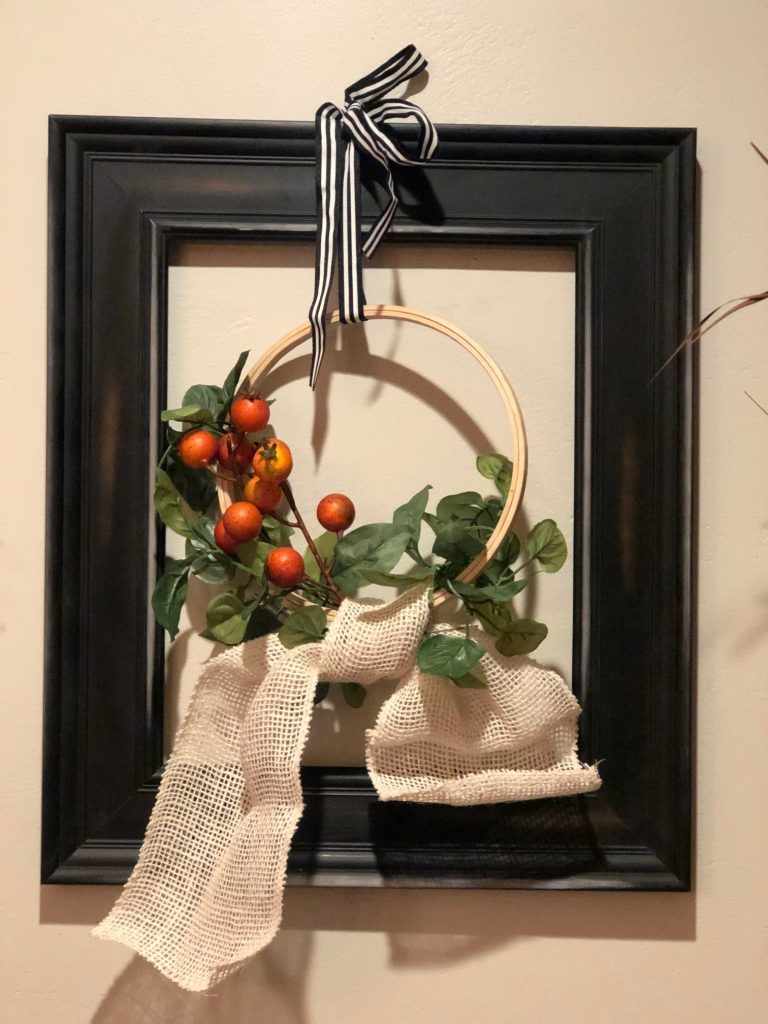 Modern farmhouse embroidery hoop fall wreath with a simple burlap bow .Transform old picture frame to fun and original farmhouse wreath. Framed embroidery hoop evergreen wreath diy, Budget friendly wreath idea