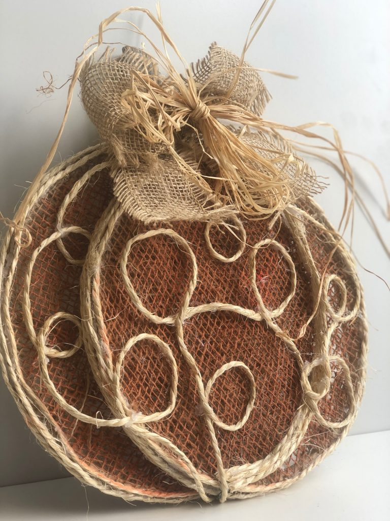 Cutest Rustic burlap pumpkin with raffia bow around! You need to make this!#falldecor #falldiy #rustic #embroideryhoopdiy