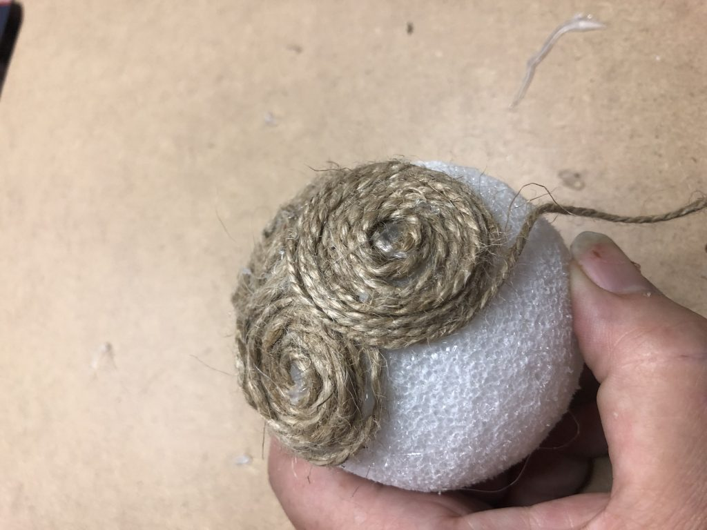 Learn how to make beautiful, elegant yarn mini pumpkin Elegant, easy & sofisticated fall yarn pumpkin DIY with satin bow is the one you need to have this fall in your house.