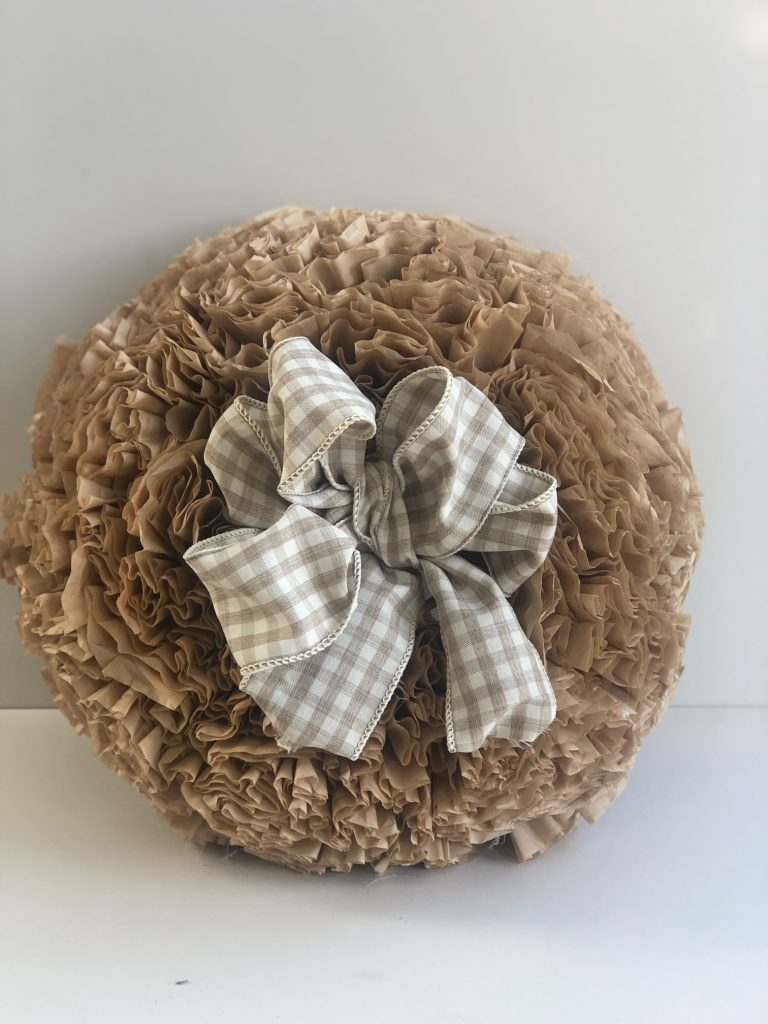 If you like texture,ruffles,coffee and easy home decor DIY this fall project is for you. Only 4 supllies needed! Easy Fall wreath buffalo check bow