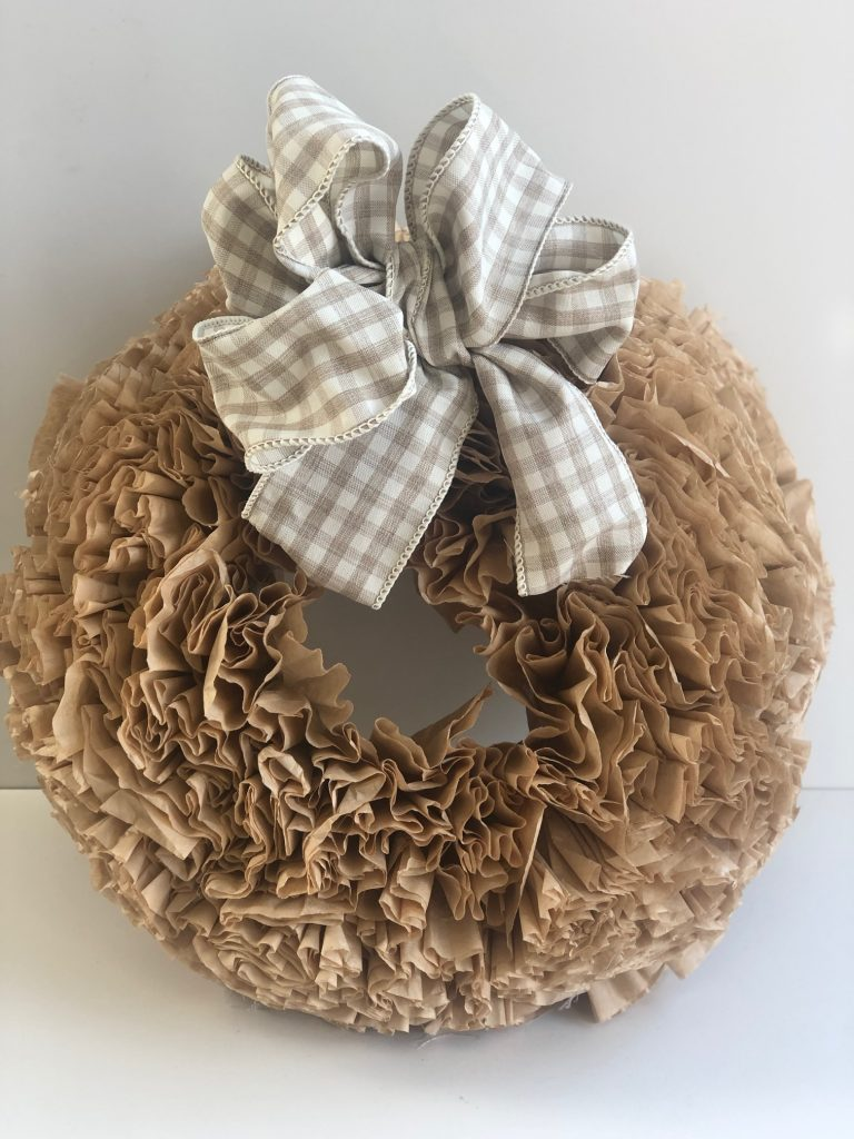 If you like texture,ruffles,coffee and easy home decor DIY this fall project is for you. Only 4 supllies needed! Easy Fall wreath .buffalo check bow