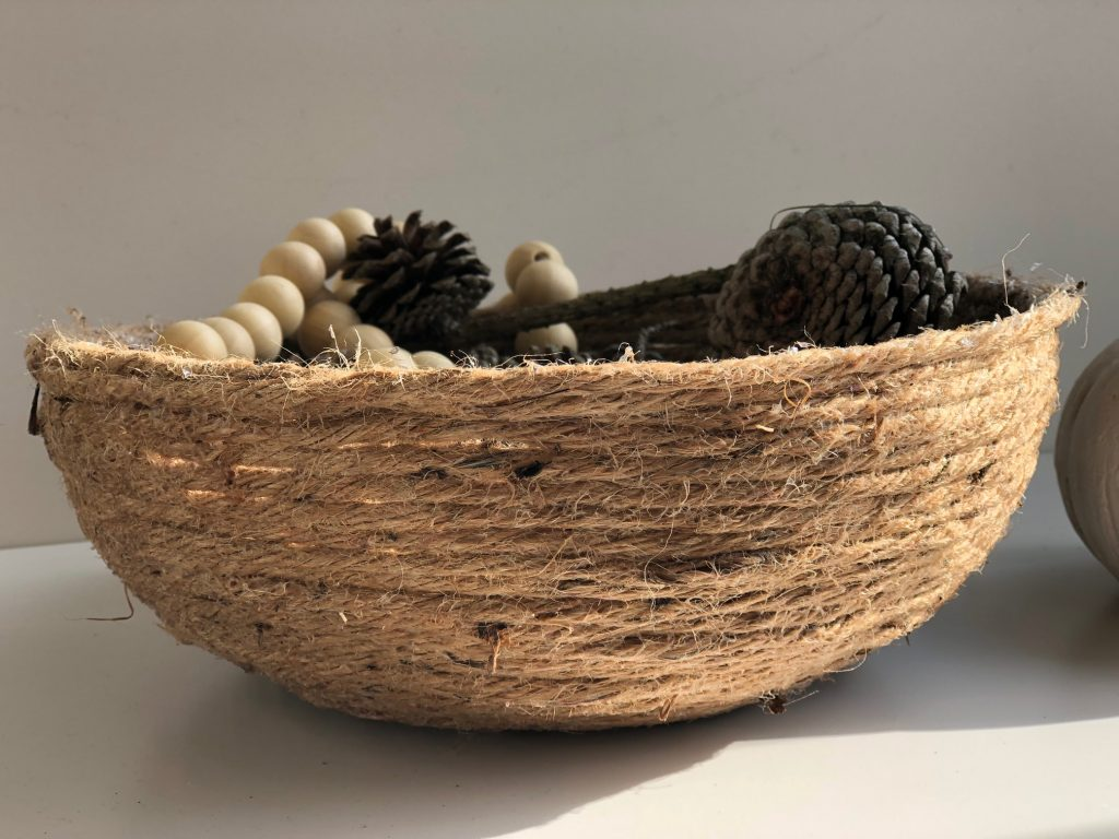 Easy to make DIY rope bowl is the perfect quick craft. Perfect accessory to display your fall treasures, serve a bread at dinner table.