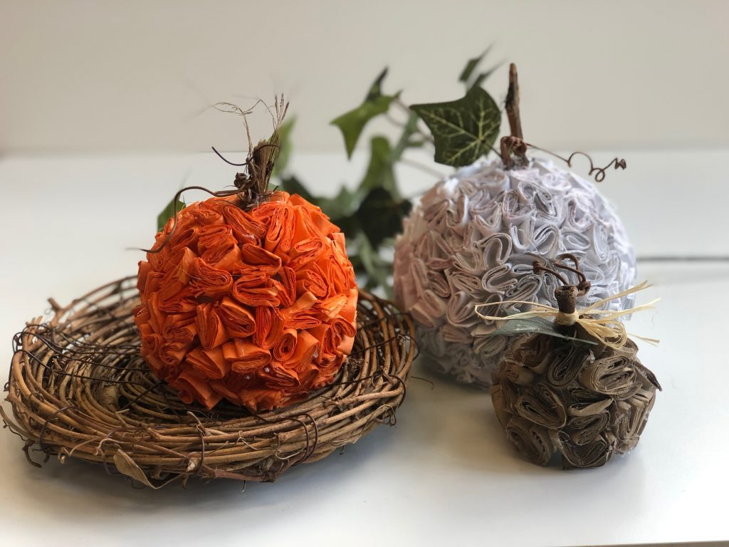 Learn how to make stunning pumpkins out of recycled paper. Super easy DIY. Textured paper pumpkinLearn how to put your recycle paper into work in you fall decor. Let's make stunning paper pumpkin out of junk mail. Easy pumpkin DIY