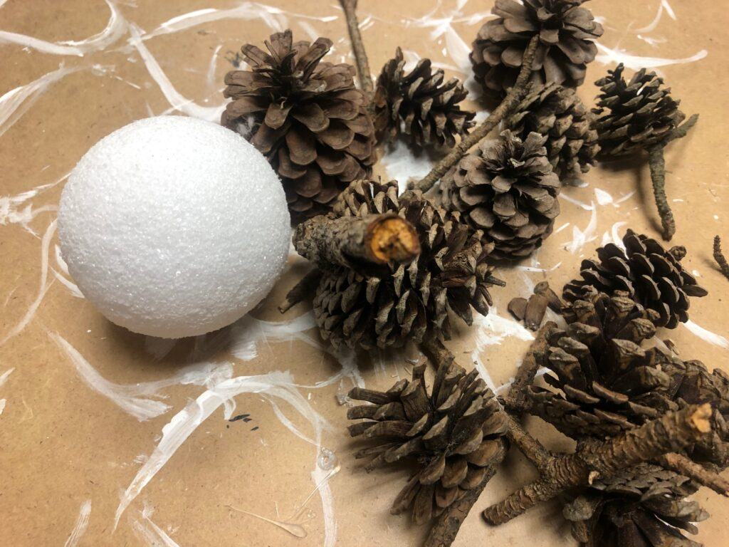 Learn how to make pine cone sphere. Easy DIY