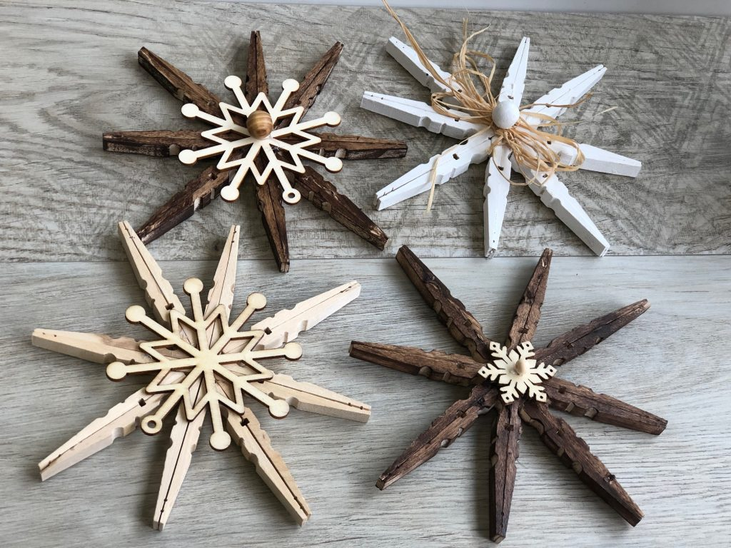 Beautiful rustic Christmas decoration make out of clothespins.Christmas ornament. Easy to follow instructions