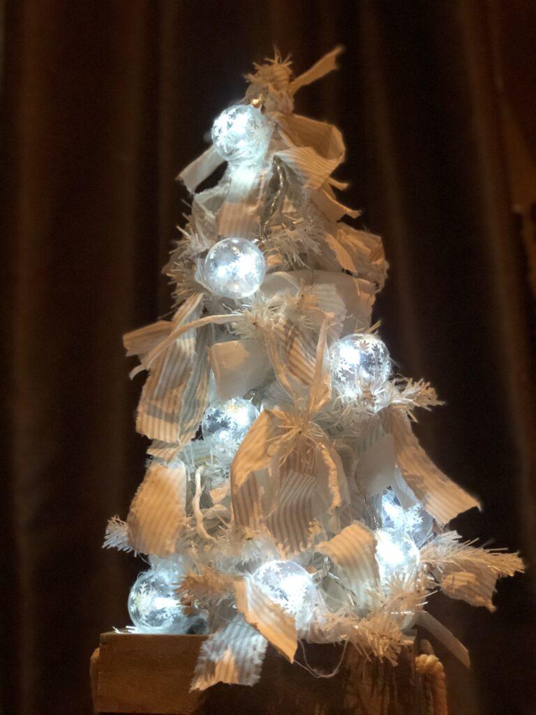 Dollar Tree White Christmas Tree makeover DIY. Rustic Rag Christmas Tree DIY. White Christmas Home decor. Dollar Tree craft. White Christmas