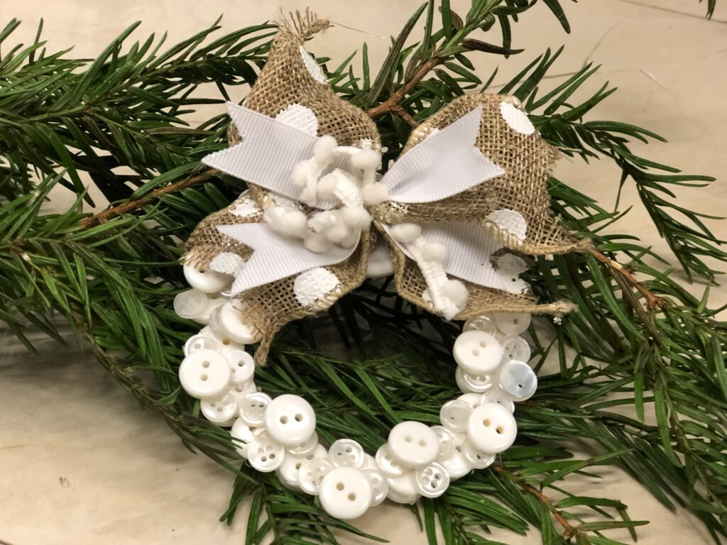 Simple easy to make  criss-cross bow to decorate mini button wreath Christmas tree ornament DIY. Tutorial included Dollar Tree mini picture frame Christmas craft Diy. Christmas button wreath ornament diy, Button Joy sign diy