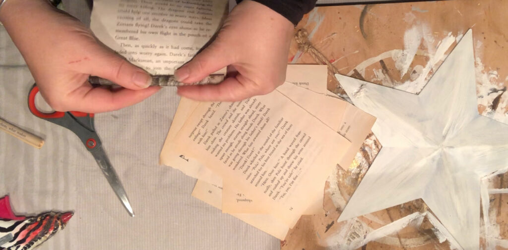 Wonder what to do with old books? Vintage home decor diy Book pages star. Super cute accesory for your wall. Star DIY