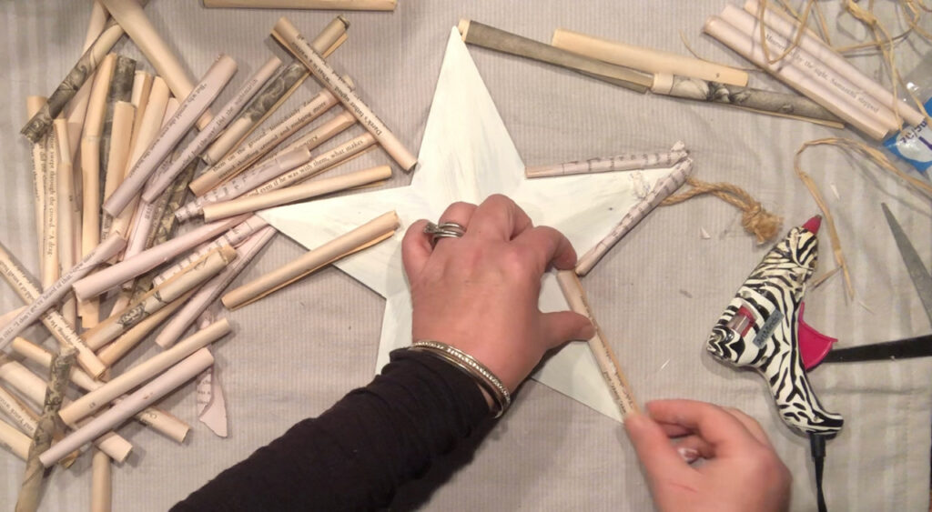 Wonder what to do with old books? Let's make Vintage Book pages star. Super cute accesory for your wall. Star DIY