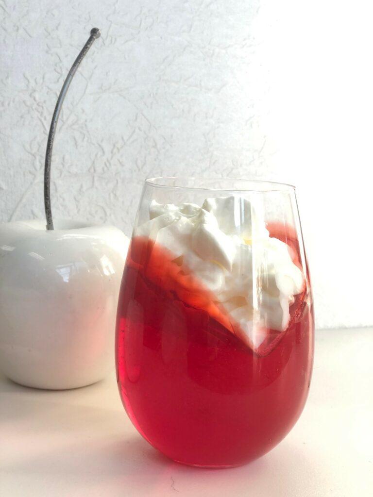 Champagne jello dessert. Heart shape jello dessert. Fesitve jello dessert for any occassion. Easy dessert diy.Easy Valentines dessert