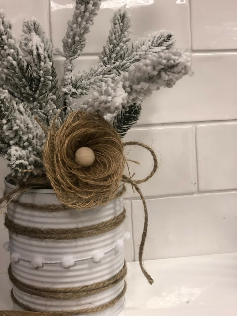 Super cute and easy to make Rustic Burlap Bow to decorate your wreath with, embellish your gift with or just simply decorate frame. Budget friendly craft