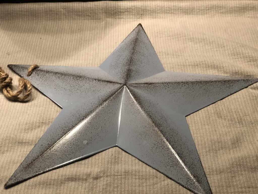 meal star to be painted .Wonder what to do with old books? Vintage home decor diy Book pages star.  Super cute accesory for your wall. Star DIY