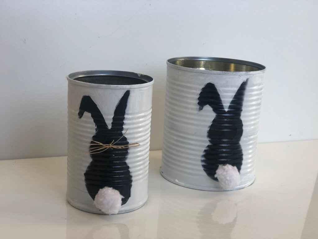 Who doesn't love budget friendly projects ? Let's transform our tin cans into super fun Spring Easter bunny planters.