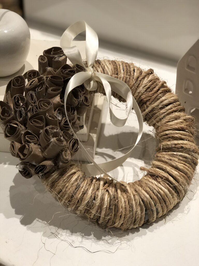 Rustic mini wreath. Rope wreath with paper towel flowers