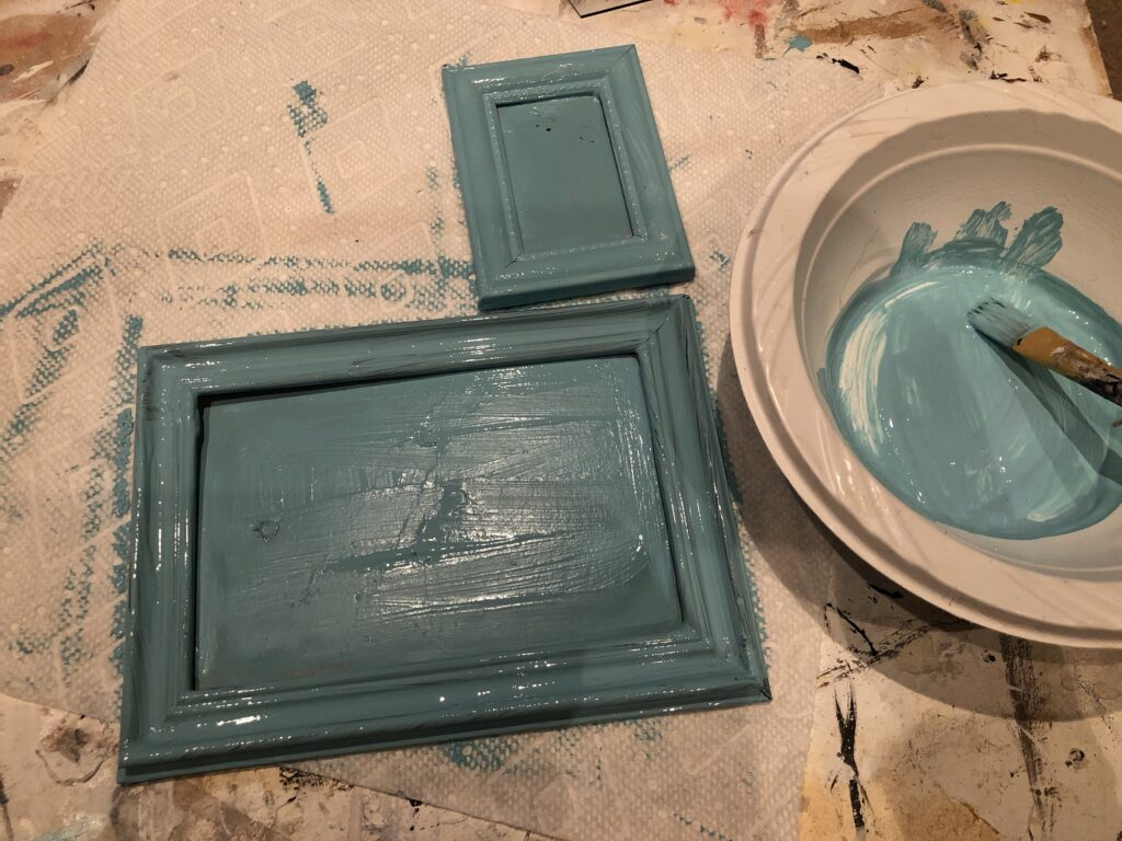 Chic Home Decor idea that is a MUST to make. Dollar Tree Picture frames drawers diy. Flowers planter DIY. Succulents drawer planter.How to build drawer