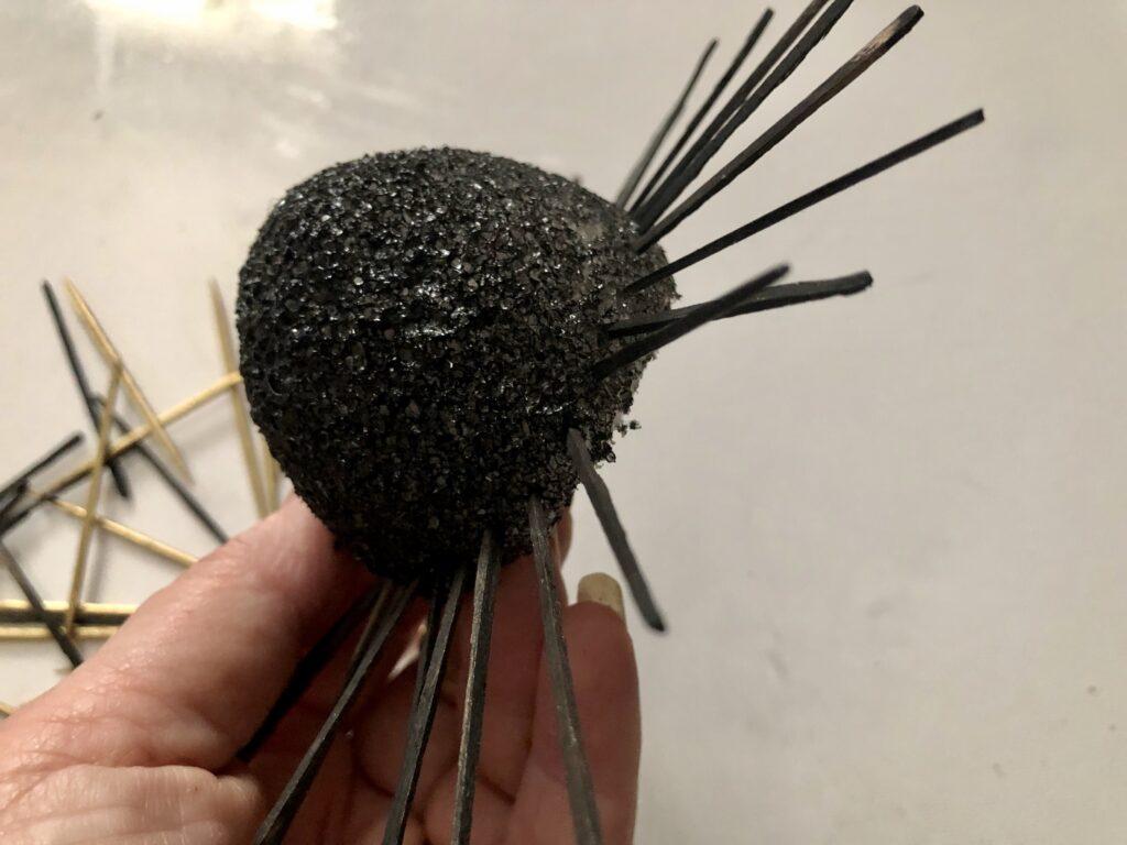 Sea urchin insprided spiky home decor diy. Toothpick home decor craft. Wall decor diy. Budget friendly elegant wall decor diy