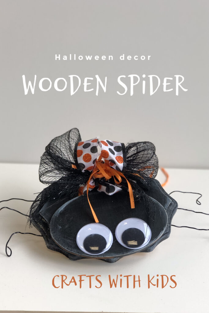 Who would think spiders can be cute! Easy wooden spider diy . Halloween crafts with kids. Fall Halloween craft idea