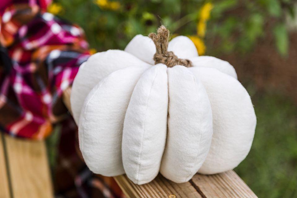 Adorable  fall  fabric  pumpkin easy diy
