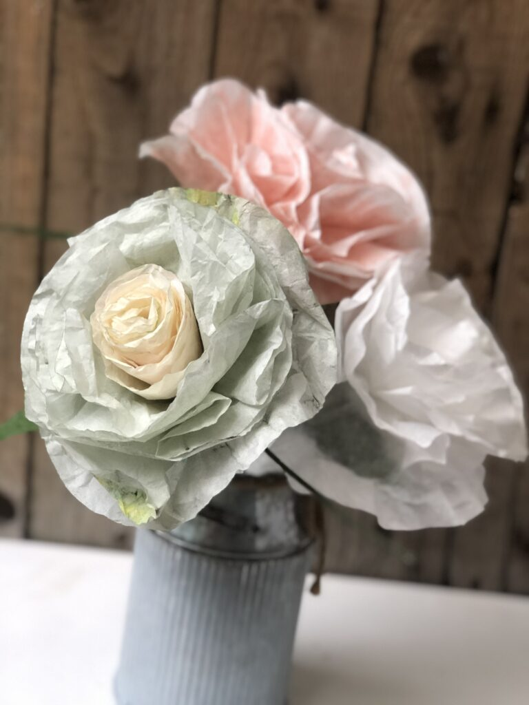Learn how to make a perfect rose out of book pages, coffee filter or burlap. Perfect decor pieces all year round.