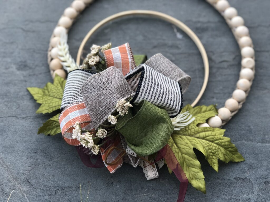 Shabby Chic super easy to make sliced wooden beads embroidery hoop wreath DIY will add lots of detail into your home. How to make Easy Loopy Bow