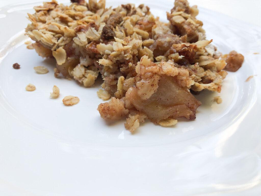 Easy fall dessert. Apple Crisp Thansgiving Dessert.Thanksgiving apple dessert. Old fashione Oats apple dessert