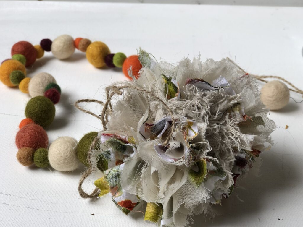 Easy Elegant fall felt garland with fabric Rug Pom Pom DIY. Fun way to decorate for the holidays. Felt balls fall craft. Mantel decor diy