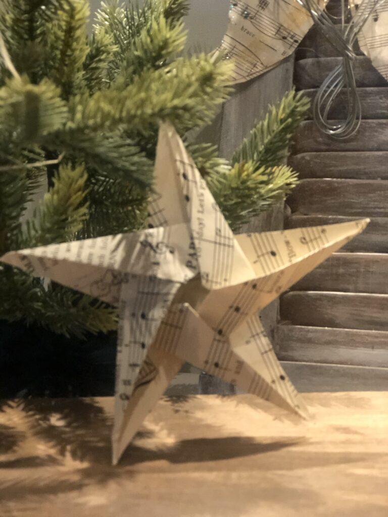Learn how to fold EASY 5 POINT STAR. Perfect festive Chrismat decor idea. Christmas ornament diy. Eleagant tree topper