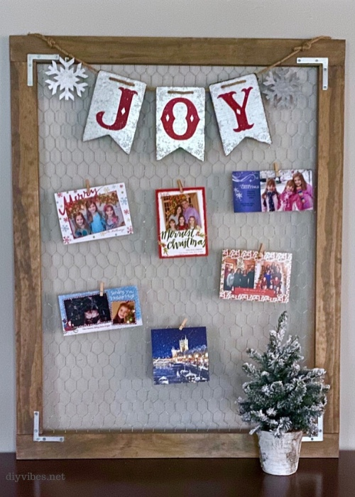 Are you looking for ways to display your Christmas cards this way? Look no further... Here are some ideas for you. Christmas keepsake