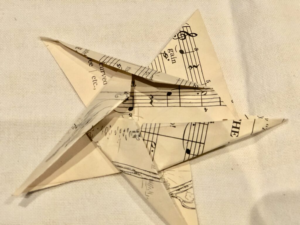 Learn how to fold this easy 5 pointed STAR. Perfect  Christmas ornament idea. Chrismtas star diy. Patriotic star.