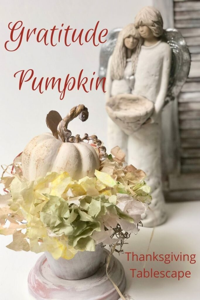 Family Gratitude Pumpkin Thanksgiving idea. Fun way to bond with your family at the Thanksgiving table