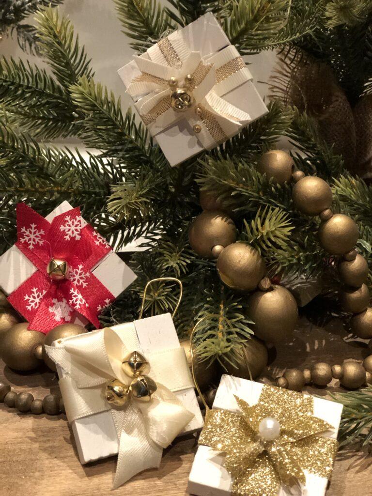 Make this stunning Candy Cane Christmas tree out of ribbon. Budget friendly Christmas DIY. Ribbon Christmas tree craft.