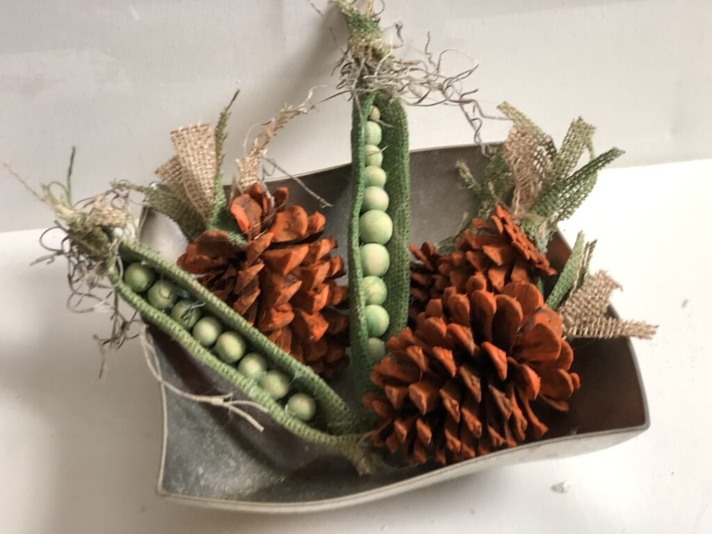 Peas in a pod are perfect Tiered tray Spring accessory! Easy burlap peas in spring decor. Burlap Spring craft. Pine cone carrots