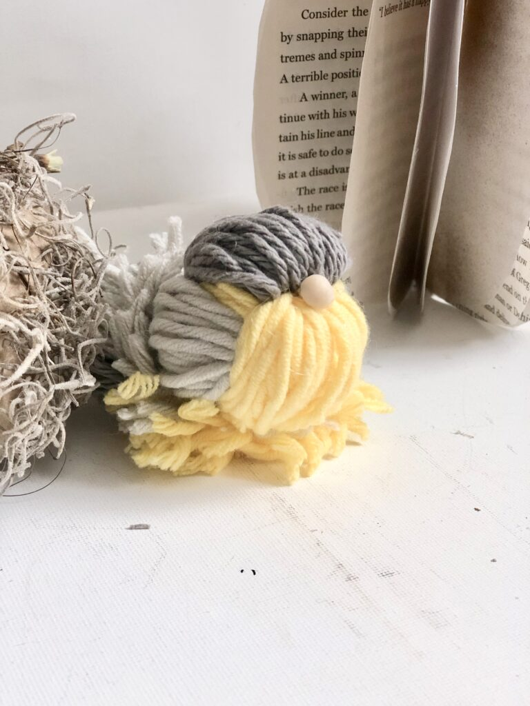 How to make easy Yarn Bird diy. Learn how to make easy spring craft. Decorate your bird house with this cute bird
