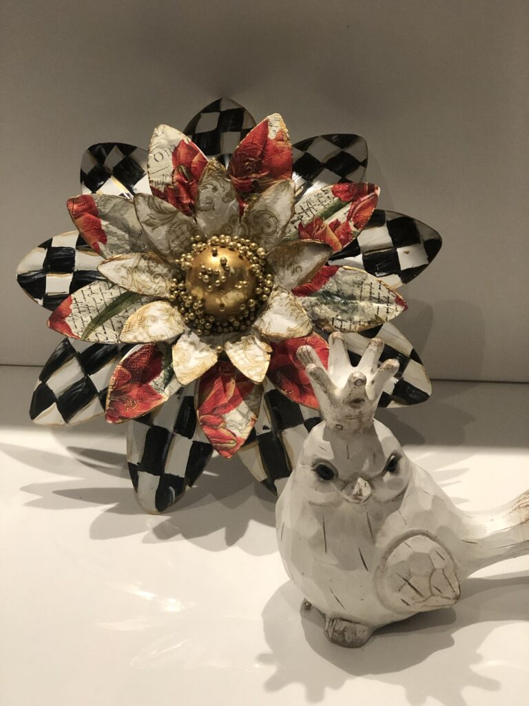 MacKenzie Childs Inspired metal flower. Learn how to turn aluminum soda cans into elegant floral wall decor. Soda can flowers diy. Easy aluminum flowers and home decor diy.