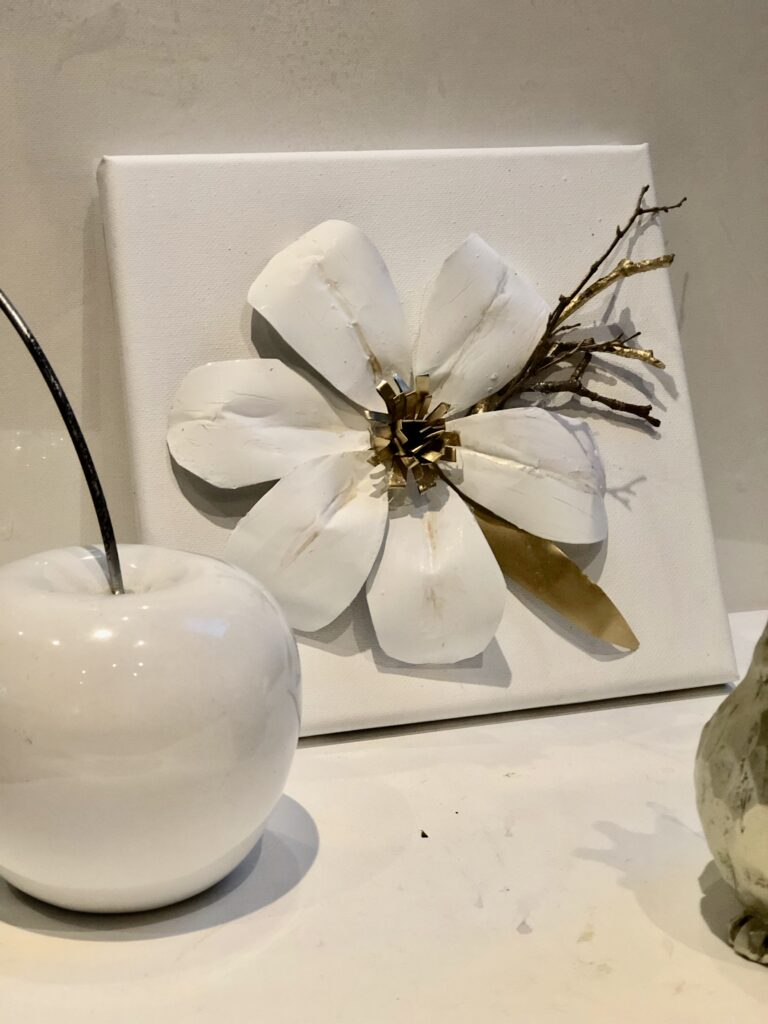 Learn how to turn aluminum soda cans into elegant floral wall decor. Soda can flowers diy. Easy aluminum flowers and home decor diy