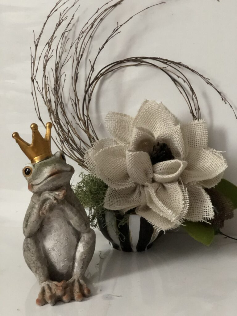 Learn how to make magnolia flower out of burlap ribbon to decorate your house. Easy burlap flower tutorial diy. Ribbon flower.  Evergreen home decor idea