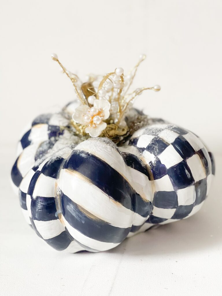 Learn how to make easy whimsical pumpkin stem in seconds. Decorate your pumpkins as no other. Paper pumpkin stem